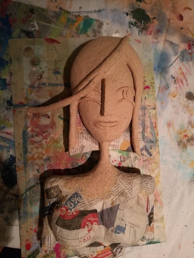 Büste aus Pappmachee in Bearbeitung von Frauke Lorenz