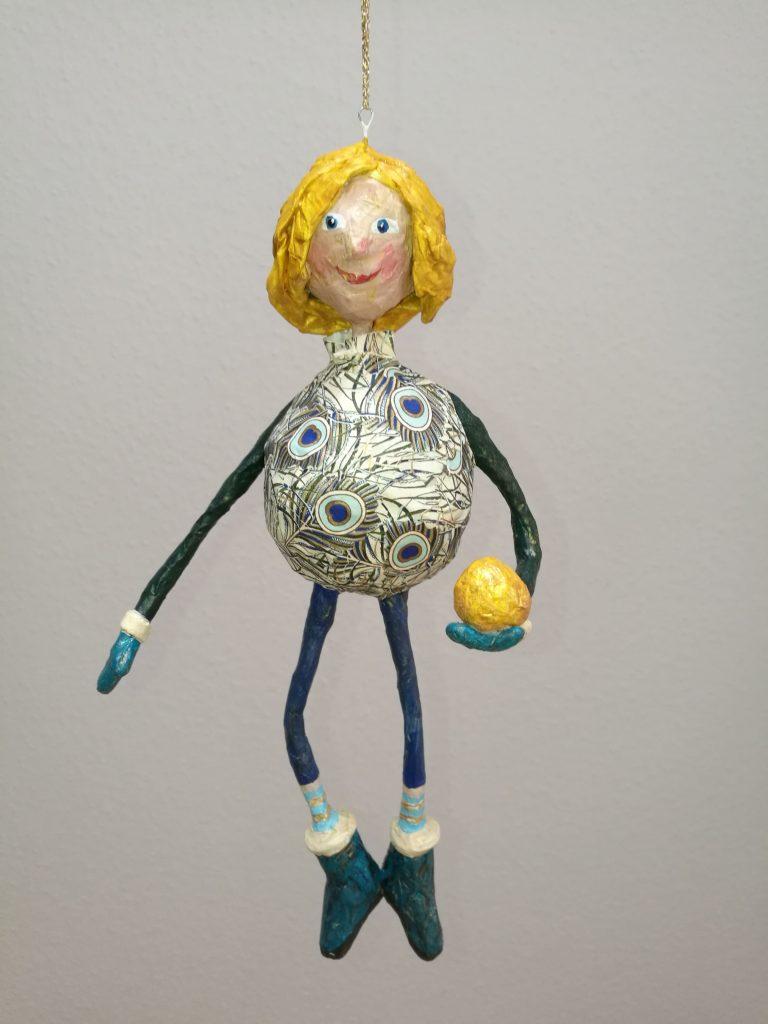 Handgefertigte Figur aus Pappmaché von Frauke Lorenz