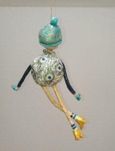 Hängende Figur aus Pappmachee selbstgemacht