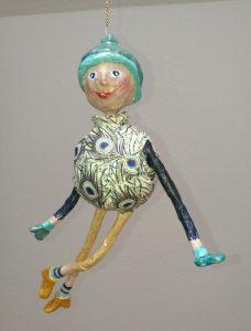 handgefertgite Figur aus Pappmachee