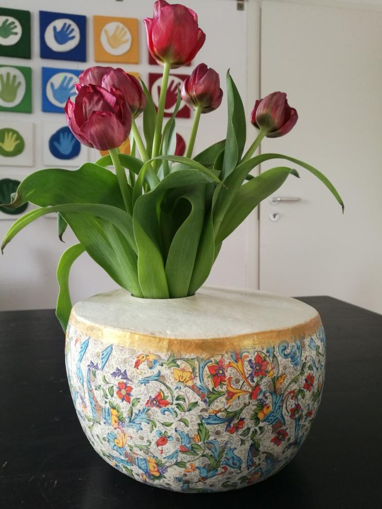 handgefertigte Vase aus Pappmaché