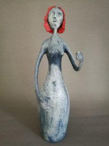 Frauen Figur aus Pappmachee