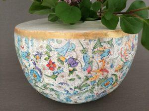 selbst gefertigte Vase aus Pappmaché