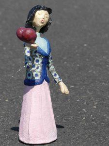 Pappmachee Figur Lia von Frauke Lorenz