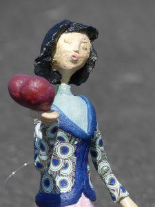 Pappmachee Figur Lia handgefertigt von Frauke Lorenz