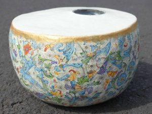 Vase aus Pappmachee