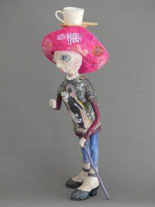 selbstgemachte Skulptur Granny aus Pappmaché in der Kaschiertechnik