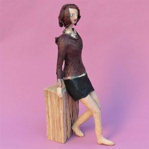 Elena Skulptur aus Pappmache 3-min