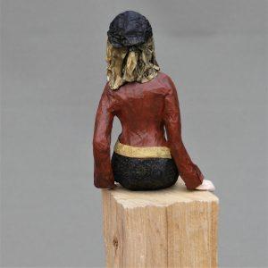 Frauenskulptur aus Pappmache