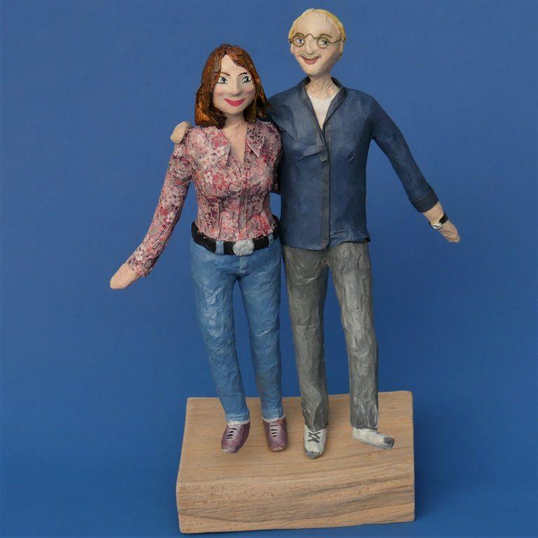 Skulpturen aus Pappmaché in Anlehnung an einen selbst