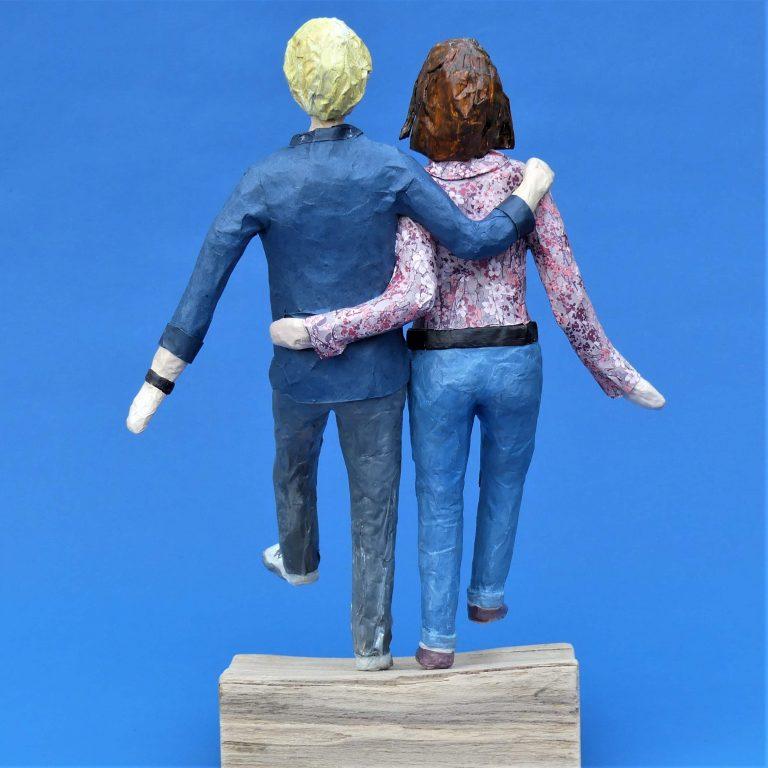 Weber Skulptur aus Pappmache 2-min