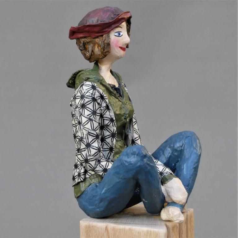 Feli Skulptur aus Pappmachee 3-min