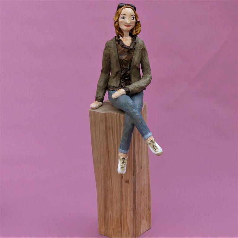 Katrin Skulptur aus Pappmache 1-min