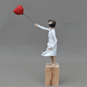 Theda mit Ballon Skulptur aus Pappmachee_1