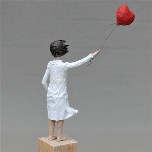 Theda mit Ballon Skulptur aus Pappmachee_3