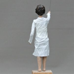 Theda mit Ballon Skulptur aus Pappmachee_4