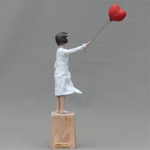 Theda mit Ballon Skulptur aus Pappmachee_5